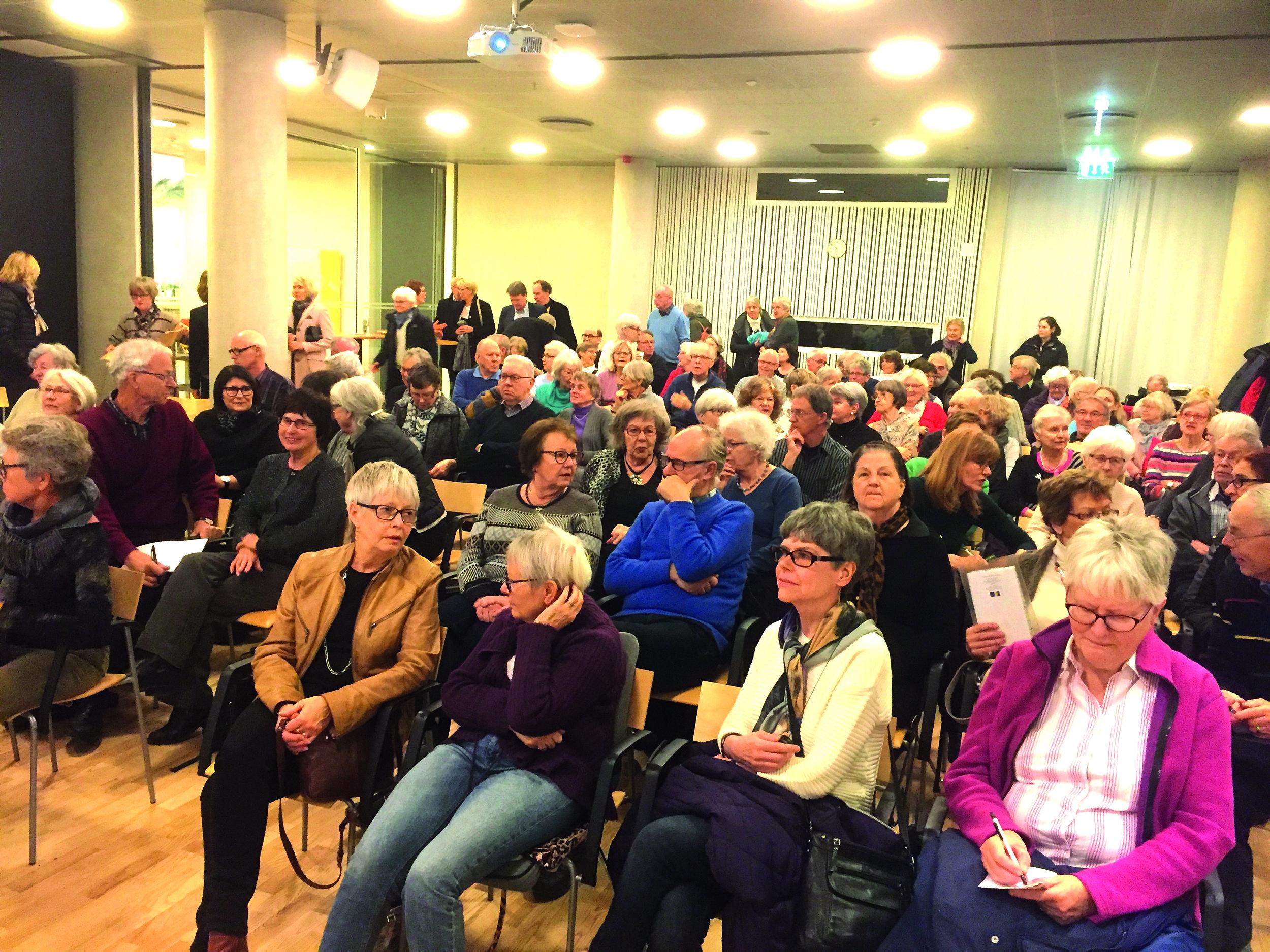 En måndagskväll mars 2016 kom över 160 personer till ett informationsmöte ordnat av föreningen Växjö Bogemenskap (foto Kerstin Kärnekull).
