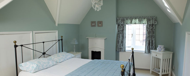 Flat paint on walls and ceiling - Image courtesy of Farrow & Ball