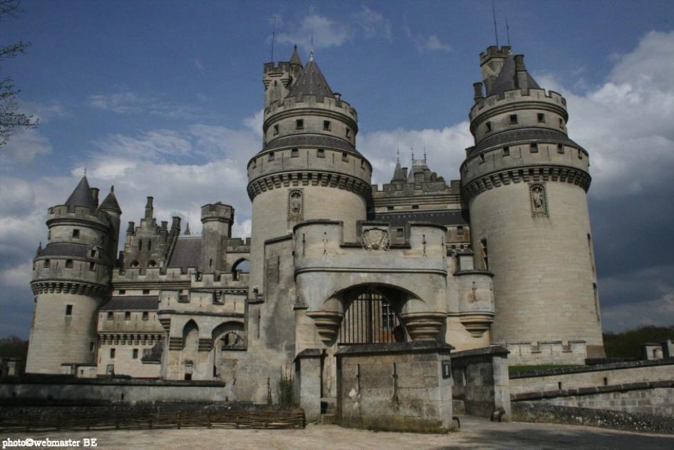 Château de Pierrefonds.png