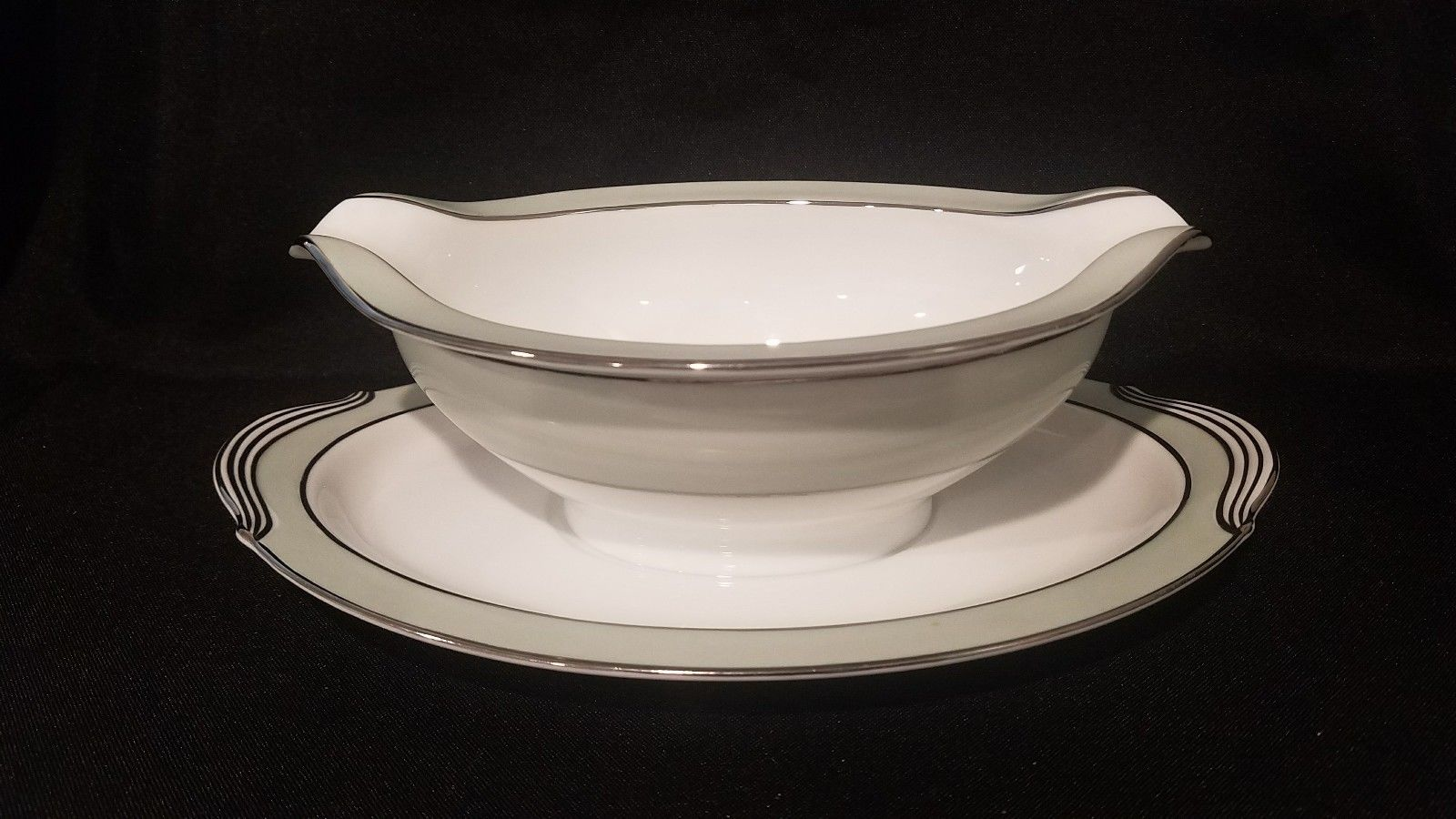 noritake china greencourt gravy bowl with attached plate  $19.99