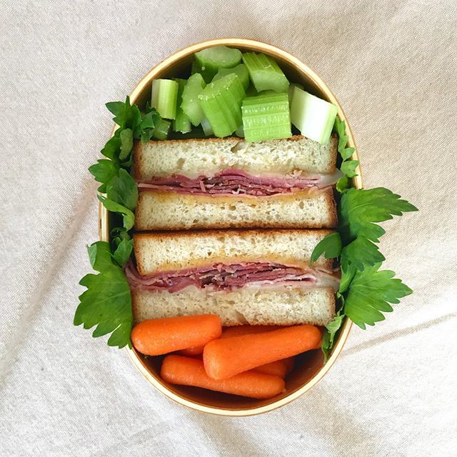 A sandwich is always a very easy to make lunch. In today's bento is a ham and cheese sandwich, carrots and celery. The leaves are celery leaves! I hope you have a great day! . . . . #bento #bentobox #austin #bentolunch #lunch #obento #obentogram #lunch #lunchideas #sandwich #japaneselunchbox  #obentobox #bentoideas #bentoboxlunch #弁当 #お弁当 #今日のお弁当 #お弁当記録 #私の弁当 #手作り弁当 #アメリカ人 #おべんとう #お弁当作り #お昼ごはん #自分弁当 #フード #おいしい #オベンタグラム #お弁当作り楽しもう部 #楽しいお弁当作り