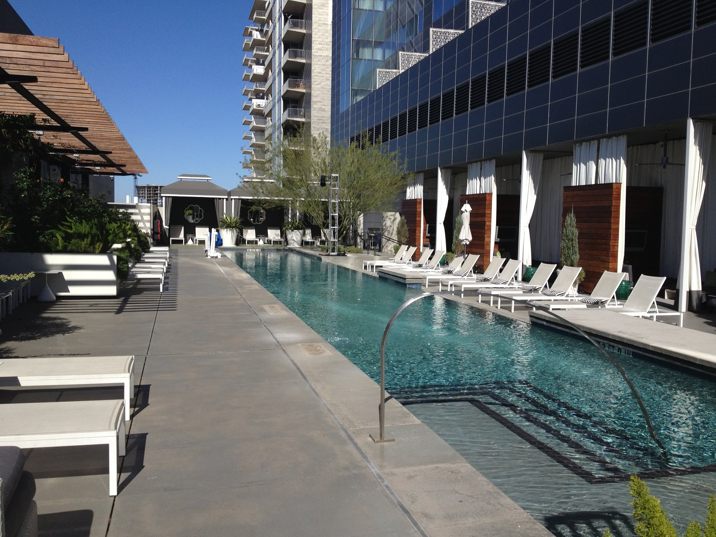 The luxe poolside setting provided an outdoor bar, swimming, and private cabanas.