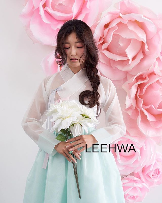 Happy 🐪 day! Sneak peek from our gorgeous modern hanbok photoshoot from a few weeks ago❣️🤗 Stay tuned for more.... 😉 #LEEHWA #LEEHWAwedding