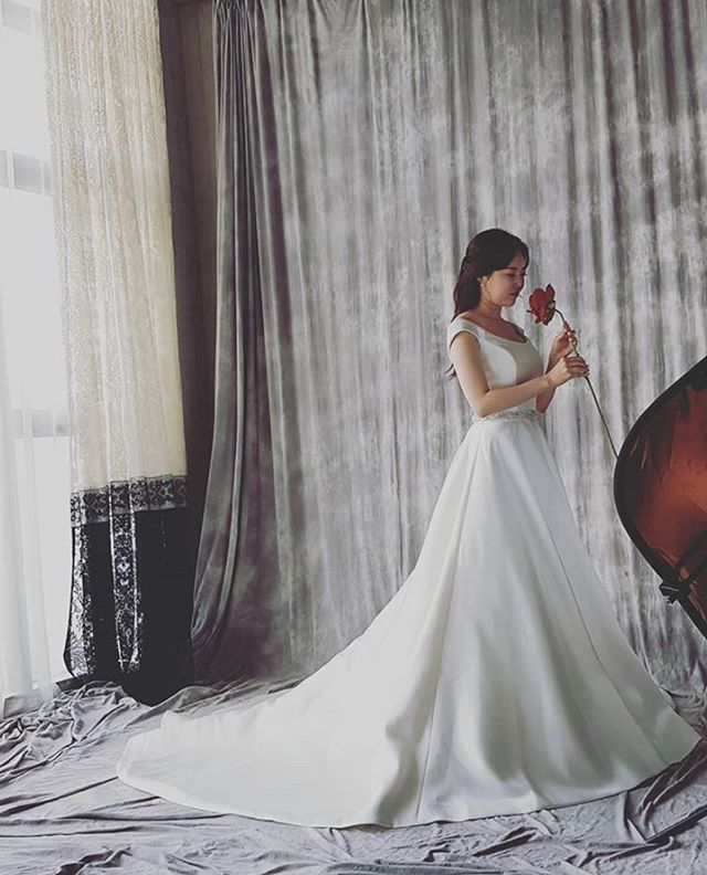 Our gorgeous bride in the @morileeofficial mikado gown for her engagement shoot! 😍😍😍 Contact us today to book this EXACT (and super elegant) look for your engagement shoot or wedding day! 💕👰🏻#LEEHWA #leehwawedding #morilee #morileebride