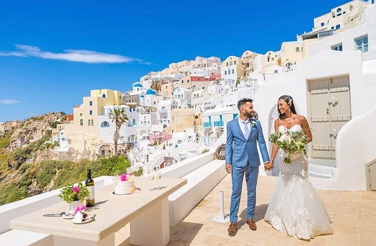 We are absolutely crying over these AMAZING wedding pictures of our gorgeous client @thayanelesse who tied the knot in Santorini, Greece! 💍😍😭😱 She looked like an absolute goddess in an @allurebridals gown that perfectly hugged her figure. 👰🏻 Contact us today to try on this exact dress for your very special day!!! #LEEHWA #LEEHWAwedding #allurebride