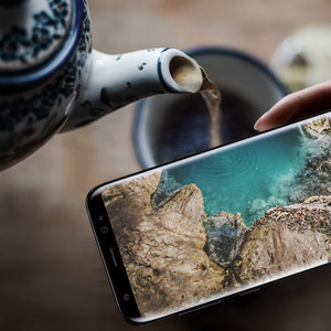 samsungmobile  With the Infinity Display, everything on your screen blends perfectly with your surroundings. #GalaxyS8