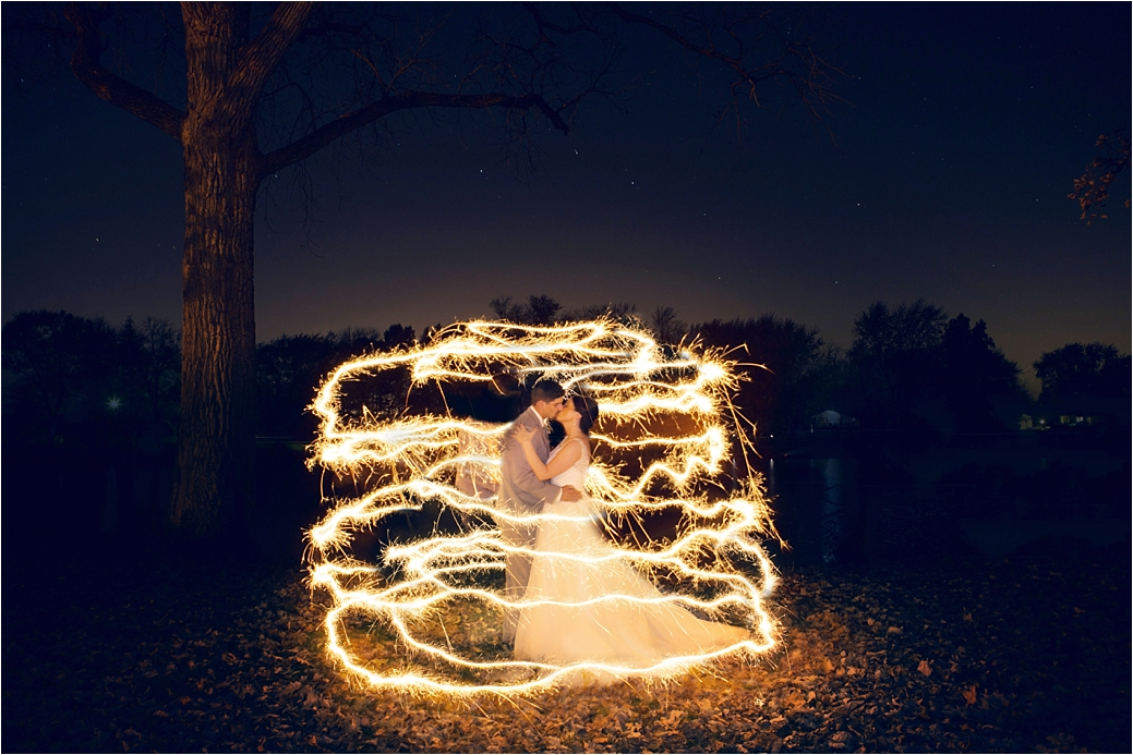 sparkler-wedding-photo-romantic