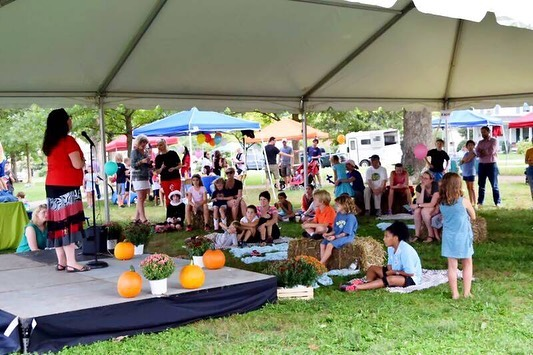 The #belmontbashcville is happening Saturday from 2-6pm with plenty of activities for the littles.  Freckles n' Friends #balloons from 2-3. #Facepainting from 2:30-5. Throughout the day there will be costume design, acting games, dances, as well as performances from Annie and other productions.