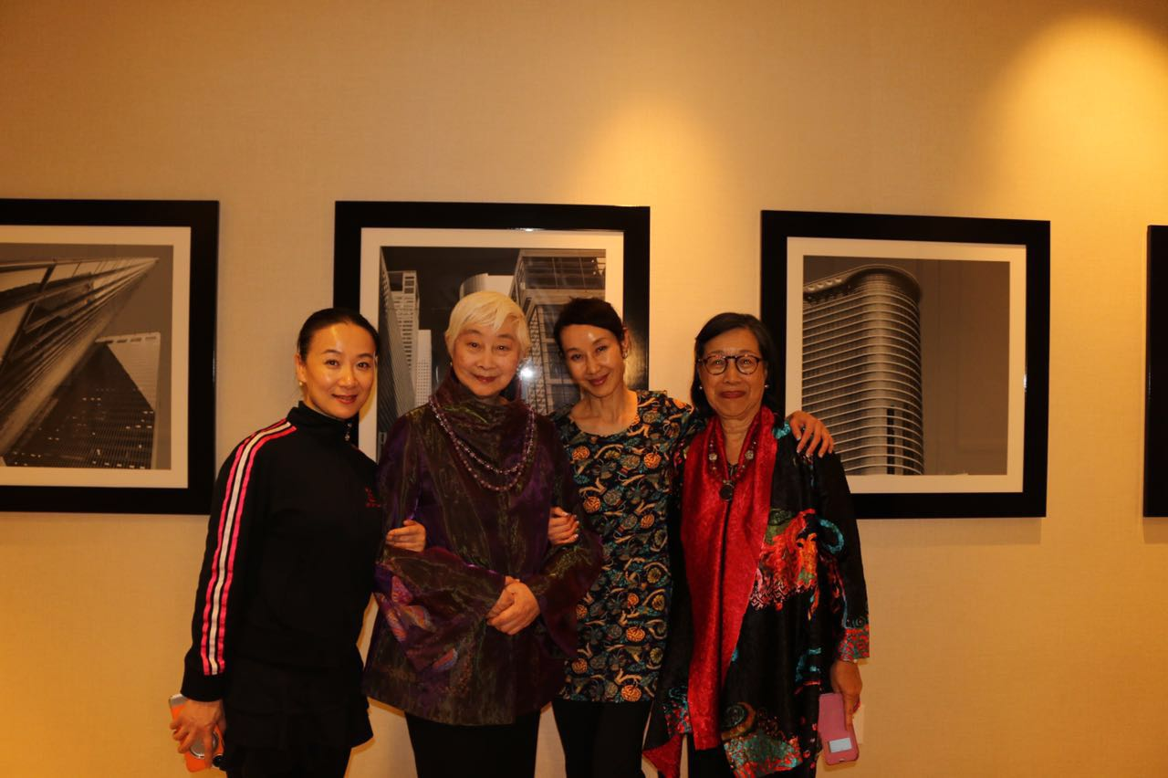Lisa Lu (2nd from the left) She is a famous Chinese-born American actress and singer.