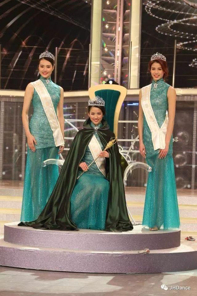 李思佳  選美四連冠   『2018國際中華小姐競選』日前在香港落下帷幕,我校學生李思佳再一次奪得桂冠。這已經是她第四次在選美比賽中獲得殊榮,真是可喜可賀,值得驕傲!