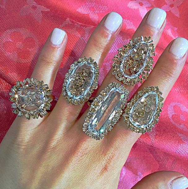 18k gold rings from the Vitrine Fireworks collection and the Vitrine Starburst collection.