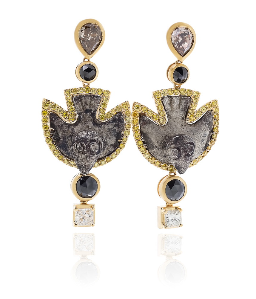 ANTIQUITY 20k yellow gold earrings with a pair of detailed Inca silver birds, c. AD 1300 - 1500.