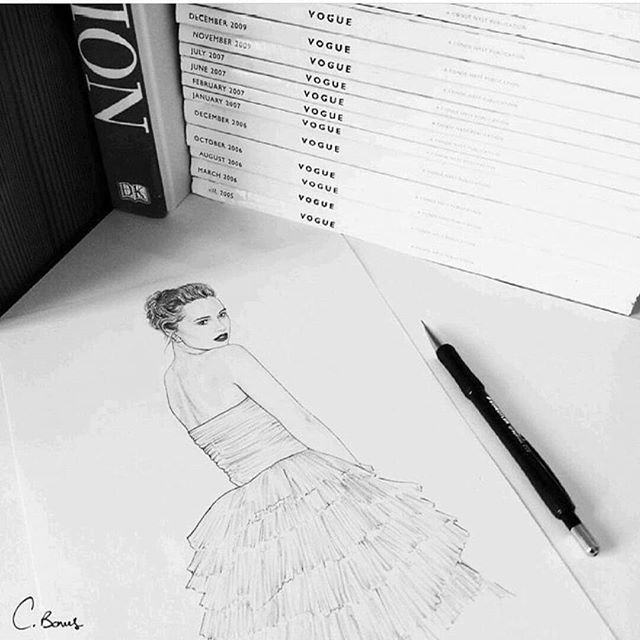 #metgala pencils at the ready ✏ #metgala #burberry #sukiwaterhouse #metgalaredcarpet #illustration #pencilsketch