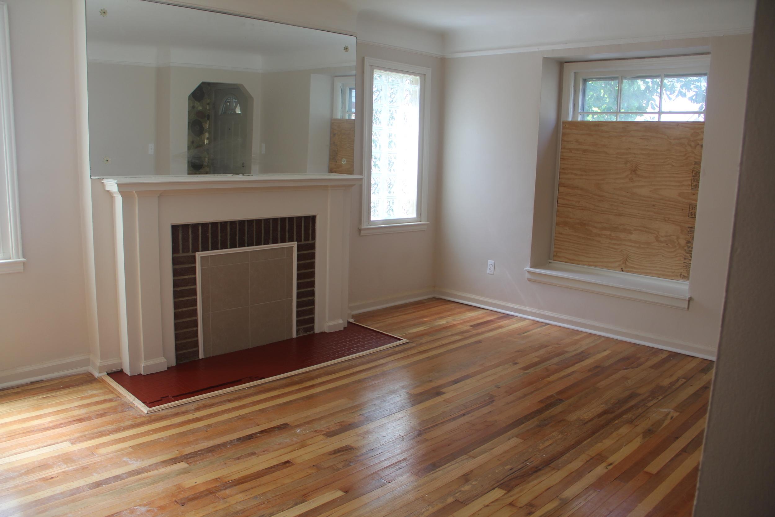 18412 Steel-Living Room (3).JPG