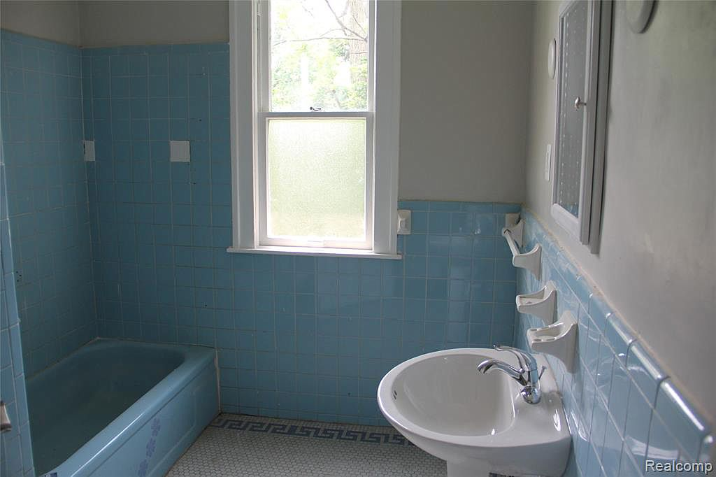 3412 Field Bath.jpg