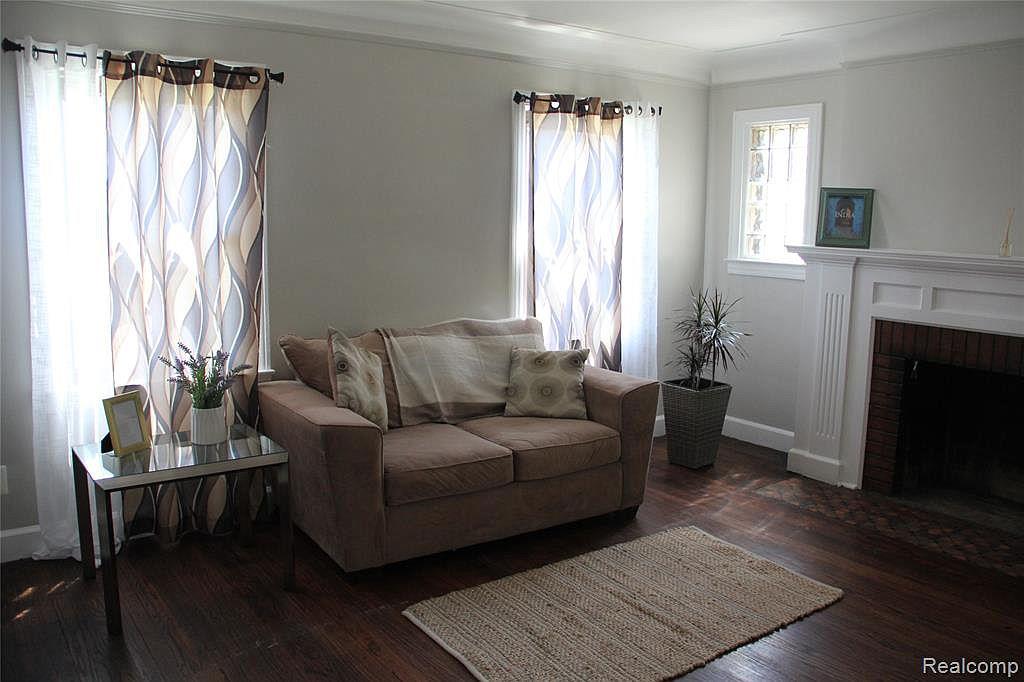 Northlawn living room.jpg