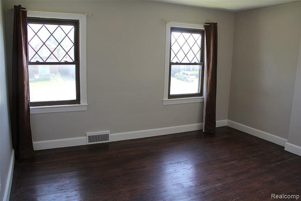 Northlawn bedroom.jpg