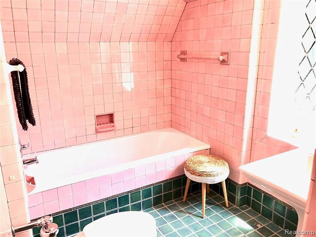 2224 W Boston Bath2_1.jpg