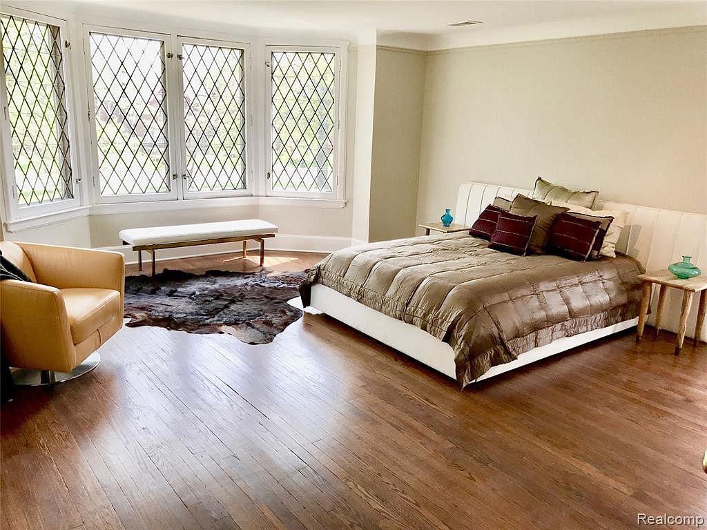 2224 W Boston Bedroom1.jpg