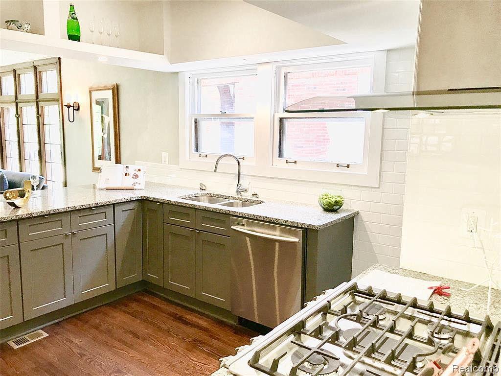2224 W Boston Kitchen.jpg