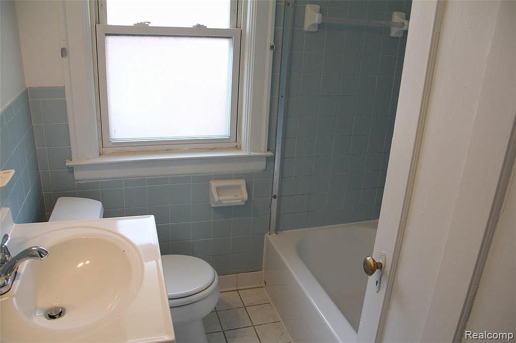 18315 Prairie Full Bath.jpg