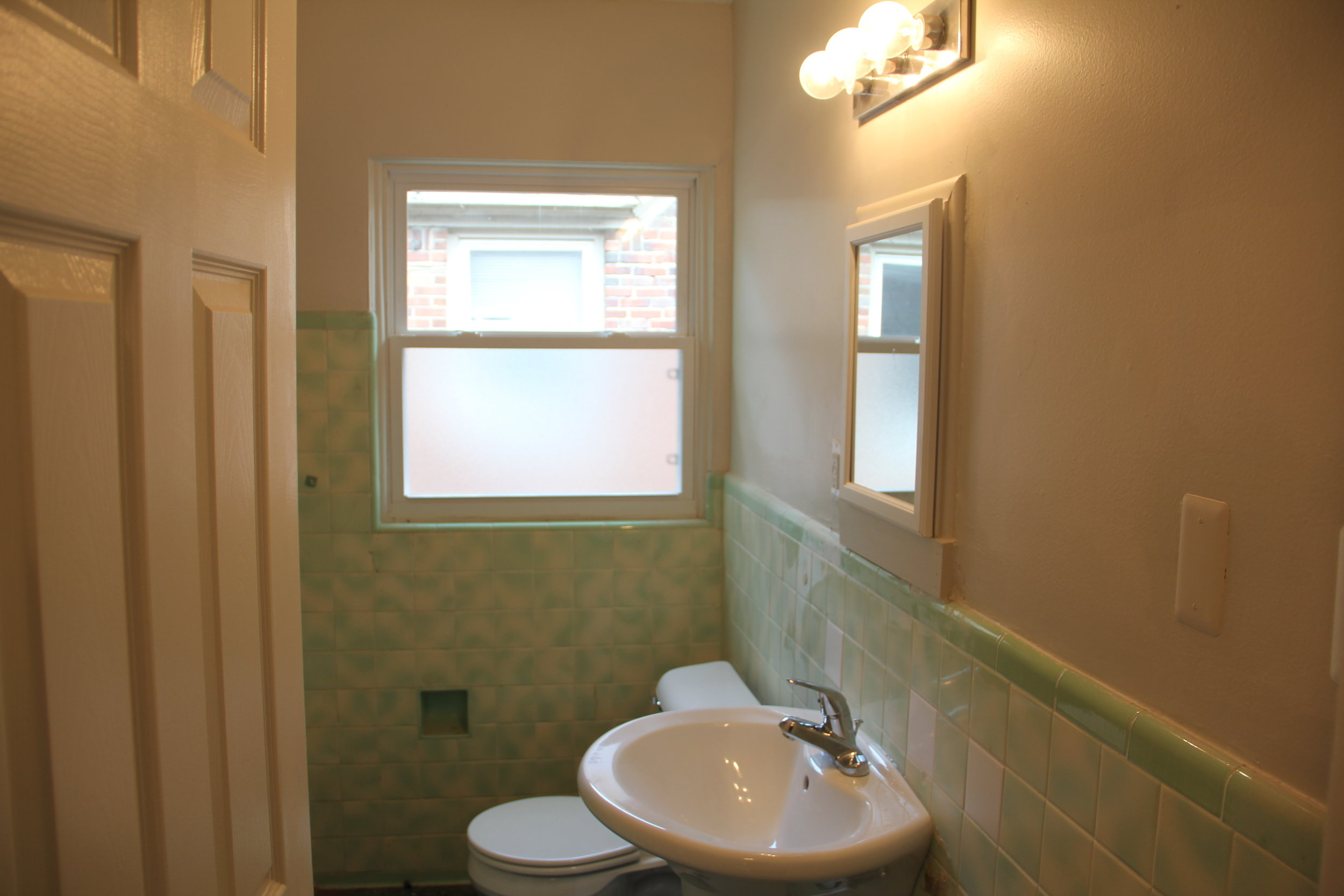 17521 Roselawn Bathroom 2.JPG