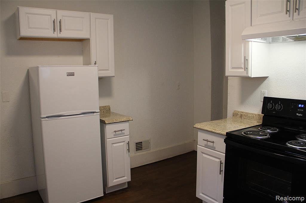 1207 Glynn Ct Kitchen 2.jpg