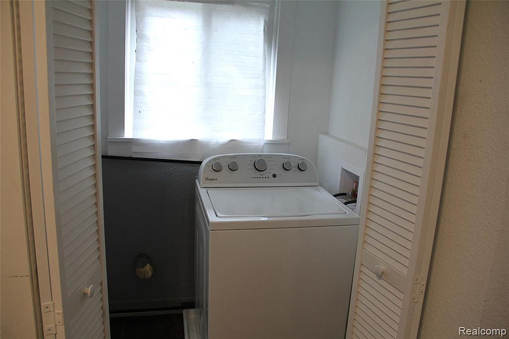 1207 Glynn Ct Laundry.jpg