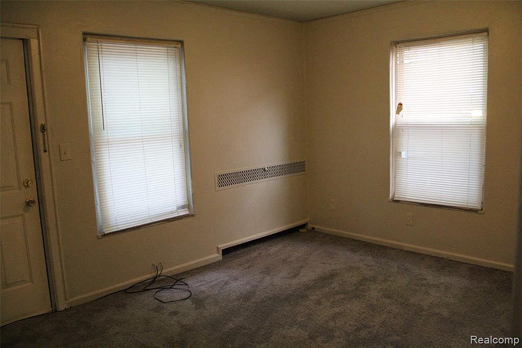 17133 Roselawn-lower Bonus Room.jpg