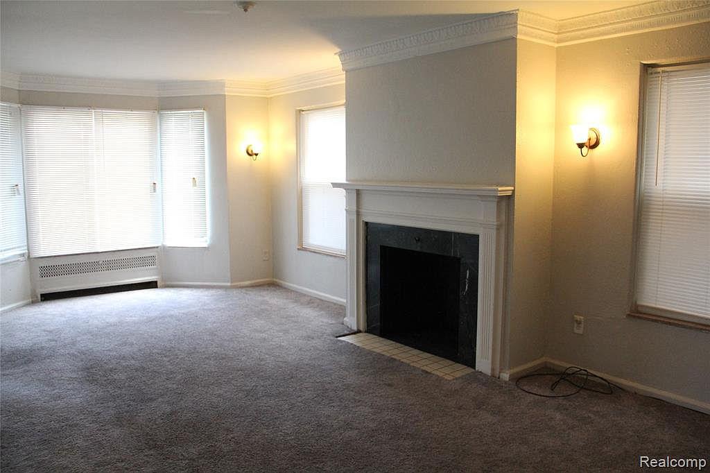17133 Roselawn-lower Living Room 2.jpg