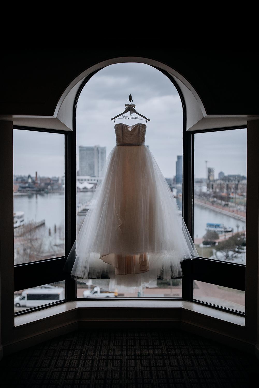 modern-baltimore-mill-house-wedding-03.jpg