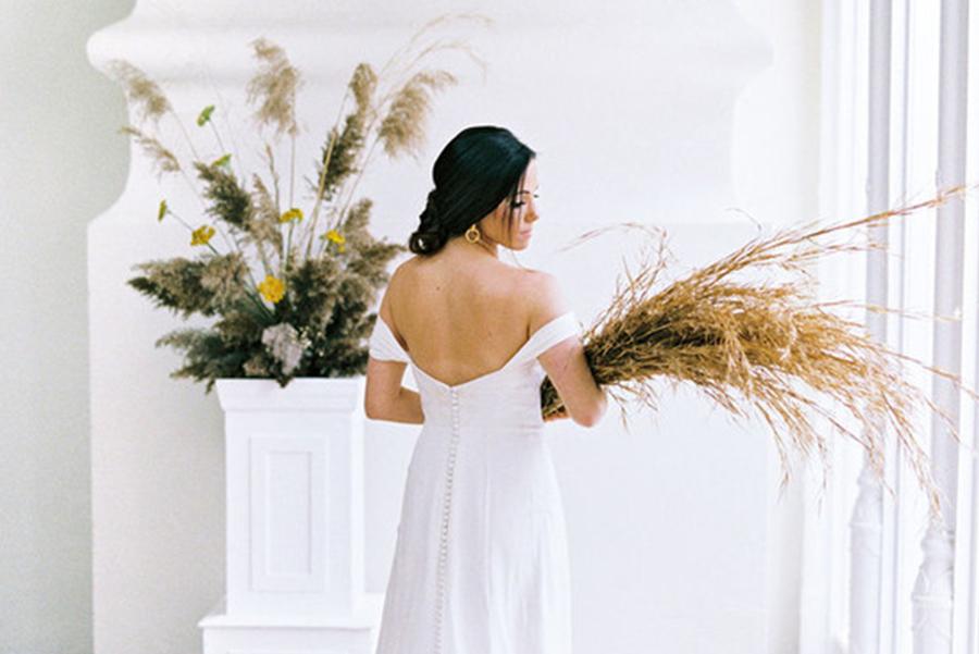 Elegant Wedding Ideas Inspired by Greek Mythology - Featured On 100 Layer Cake   April 18, 2019