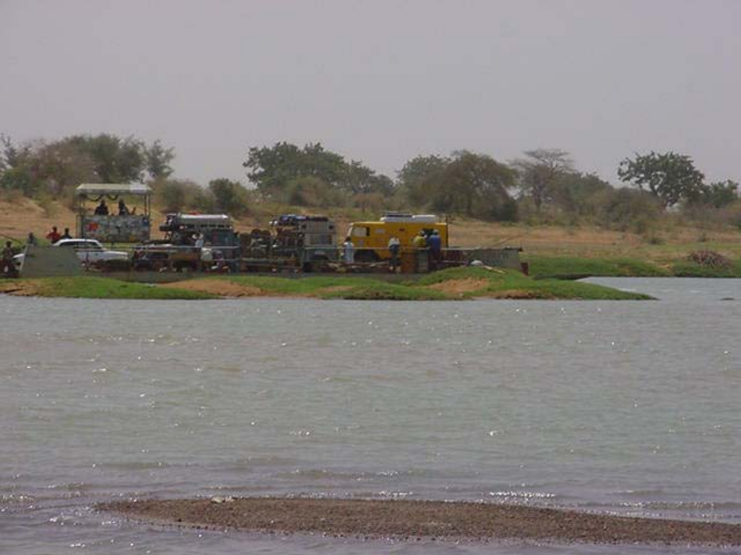 The ferry across the Bani River