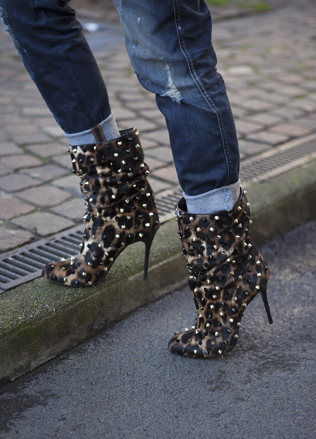 kick ass leopard studded heels will defenitely do the trick:)