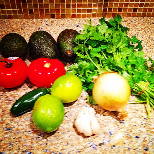 Awesome Guacamole: 3 avocados 1 small onion 2 cloves garlic  1 lime 3 T cilantro 2 diced tomatoes 3/4 tsp of cumin 1/2 tsp Himalayan salt 1/2 jalapeño #guacamole #healthyeating #totalwellness #fitness #transformnutrition #instahealth #lifestyle #diet