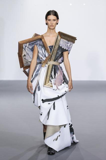 Marte-Mei, Viktor&Rolf Haute Couture Autumn/Winter 2015, Wearable Art Image Credit: Team Peter Stigter