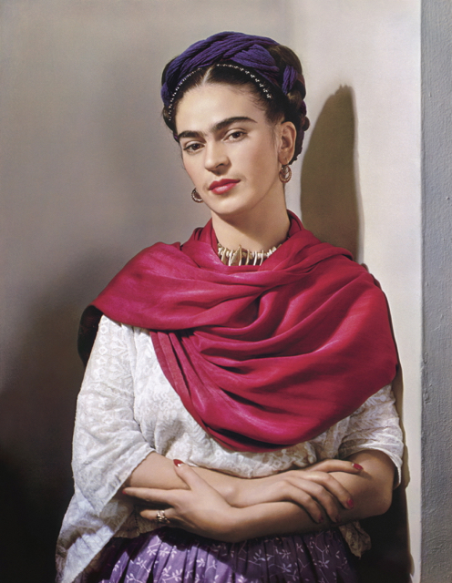 Nickolas Muray - Frida Kahlo with red 'rebozo' 1939 - carbon print - The Jacques and Natasha Gelman - Collection of Mexican Art - © Nickolas Muray Photo Archives - Supplied by Art Gallery of NSW