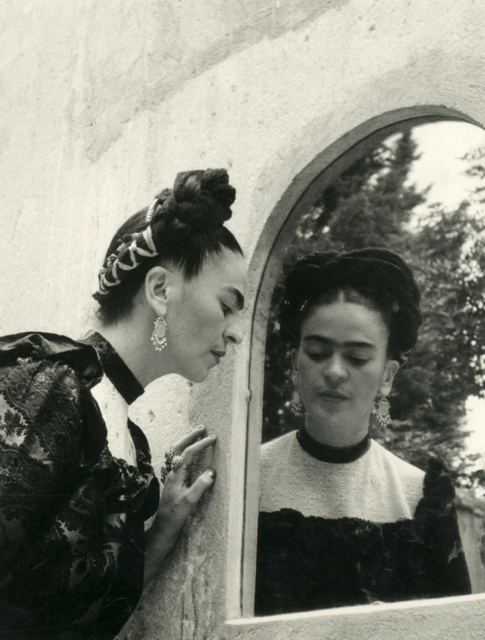 Lola Alvarez Bravo - Frida Kahlo 1944 - gelatin silver print, vintage - Courtesy of Throckmorton Fine Art, Inc - © 1995 Center for Creative Photography, The University of Arizona Foundation - Supplied by Art Gallery of NSW