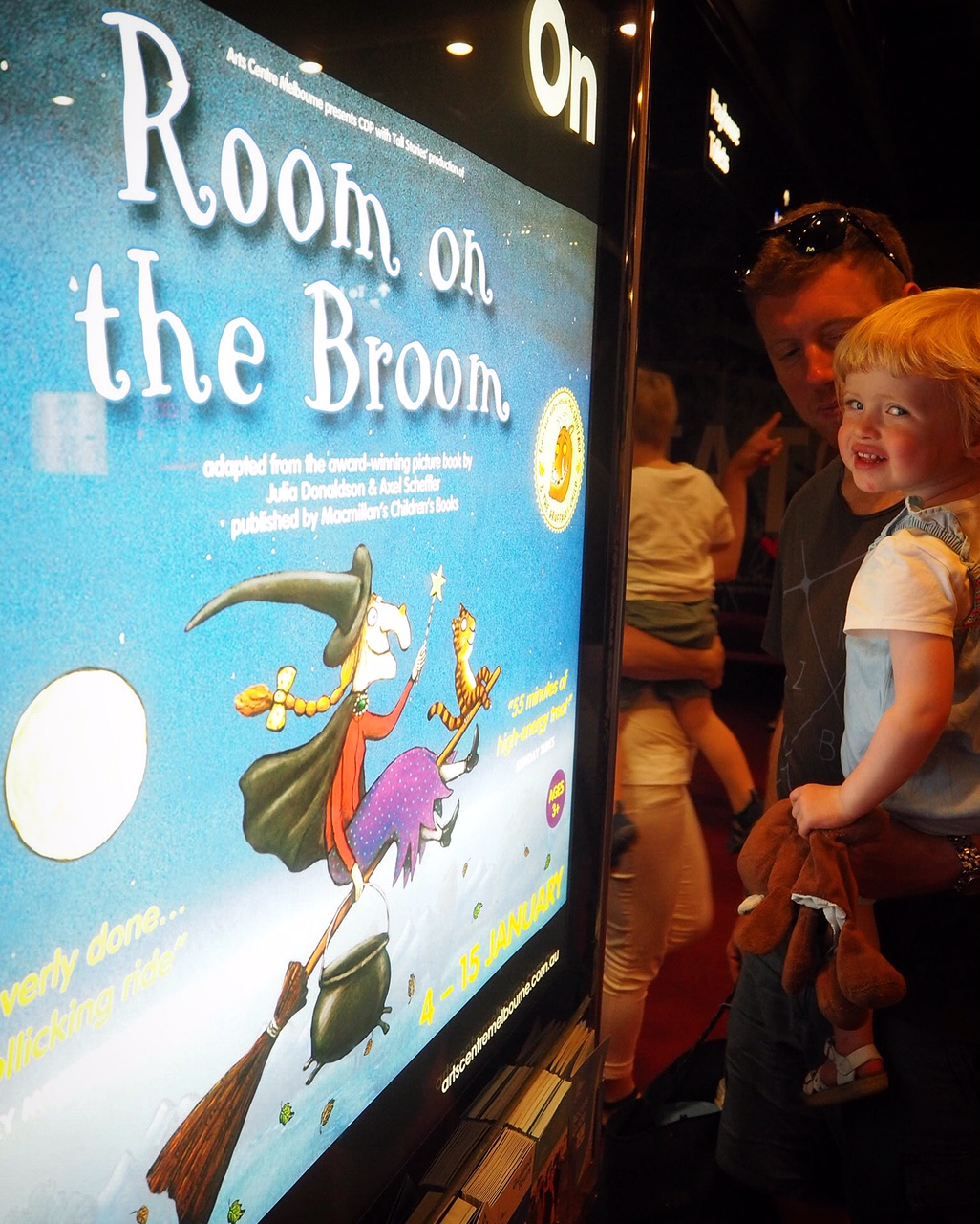 roomonthebroom01.jpg