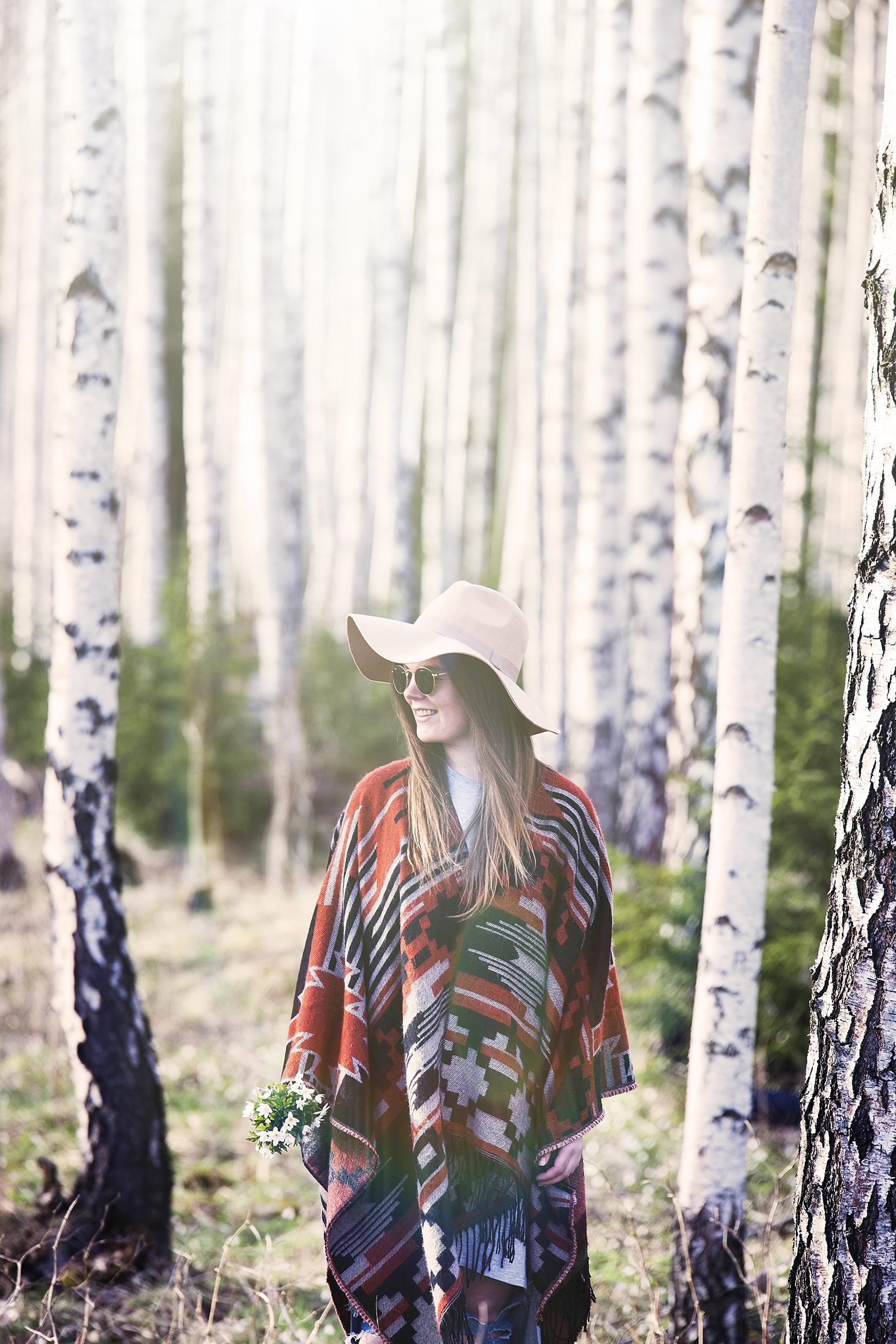 Lav sol, svak vind i håret og duften av hvitveis. Våren har for lengst meldt sin ankomst! Portrett på en av mine favoritt locations, nemlig bjørkeskogen. Fine Hanne Lucy!