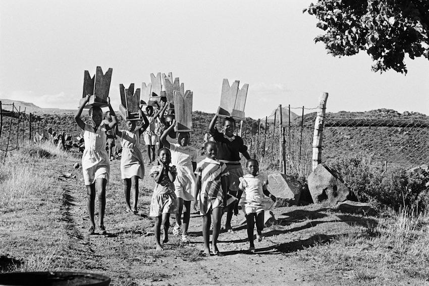 Children arriving at a harvest festival, Herschel, Eastern Cape, 1989