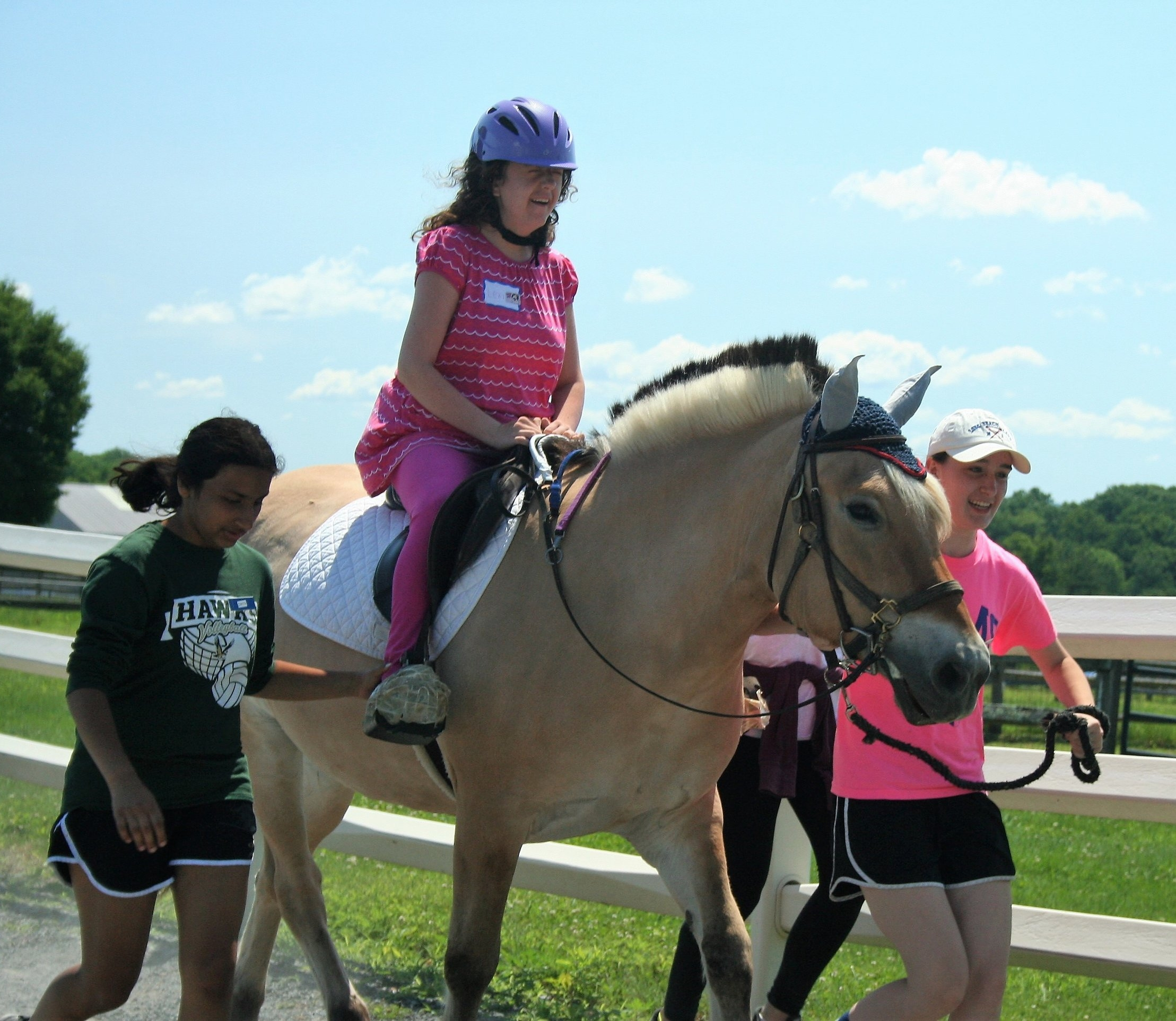 Lexi on Minnie trotting with the assistance of her volunteer buddies.