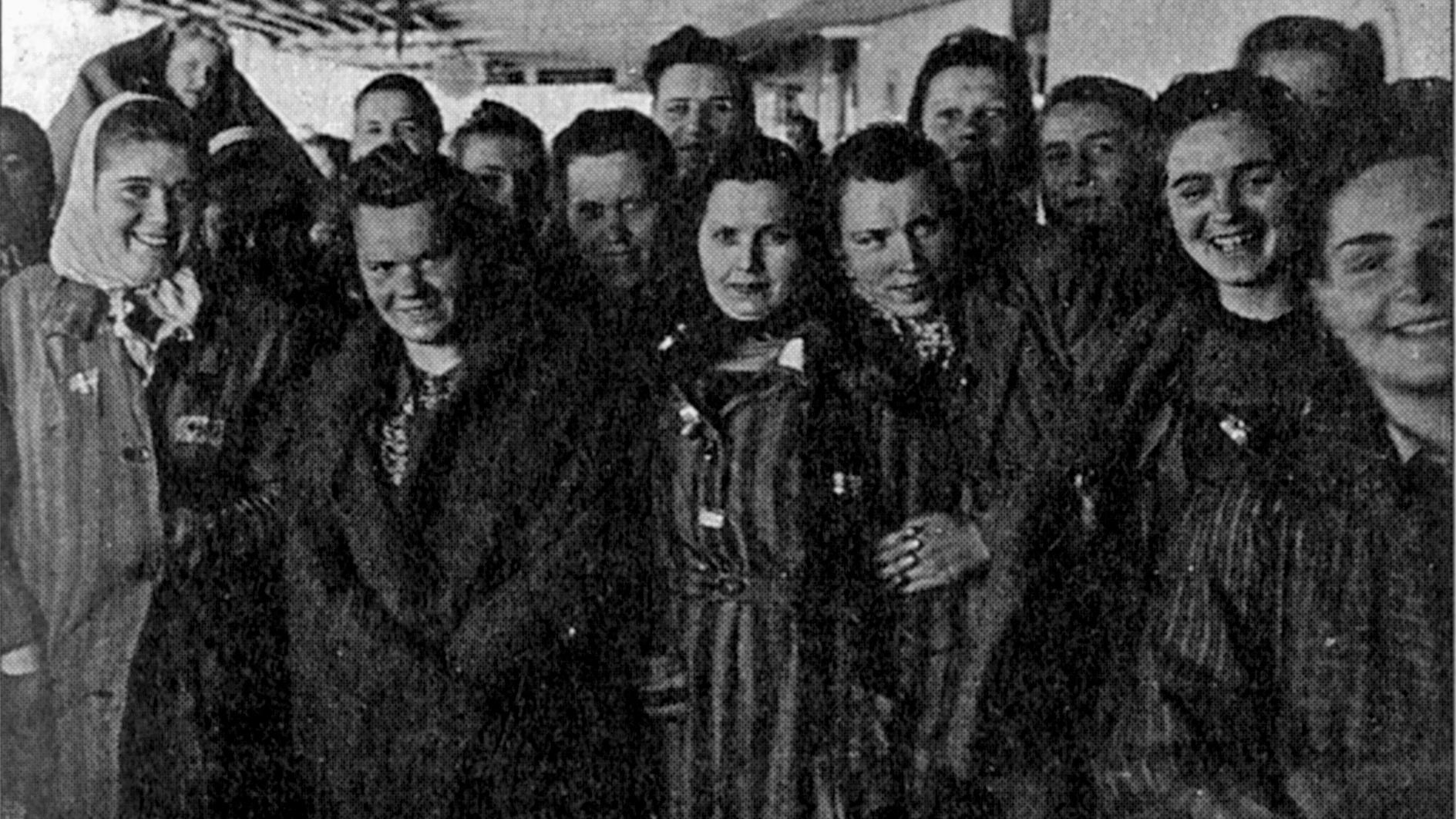 Foto från  Löjtnant Hallquists dagbok , några av de kvinnor som färdats med de Vita bussarna.
