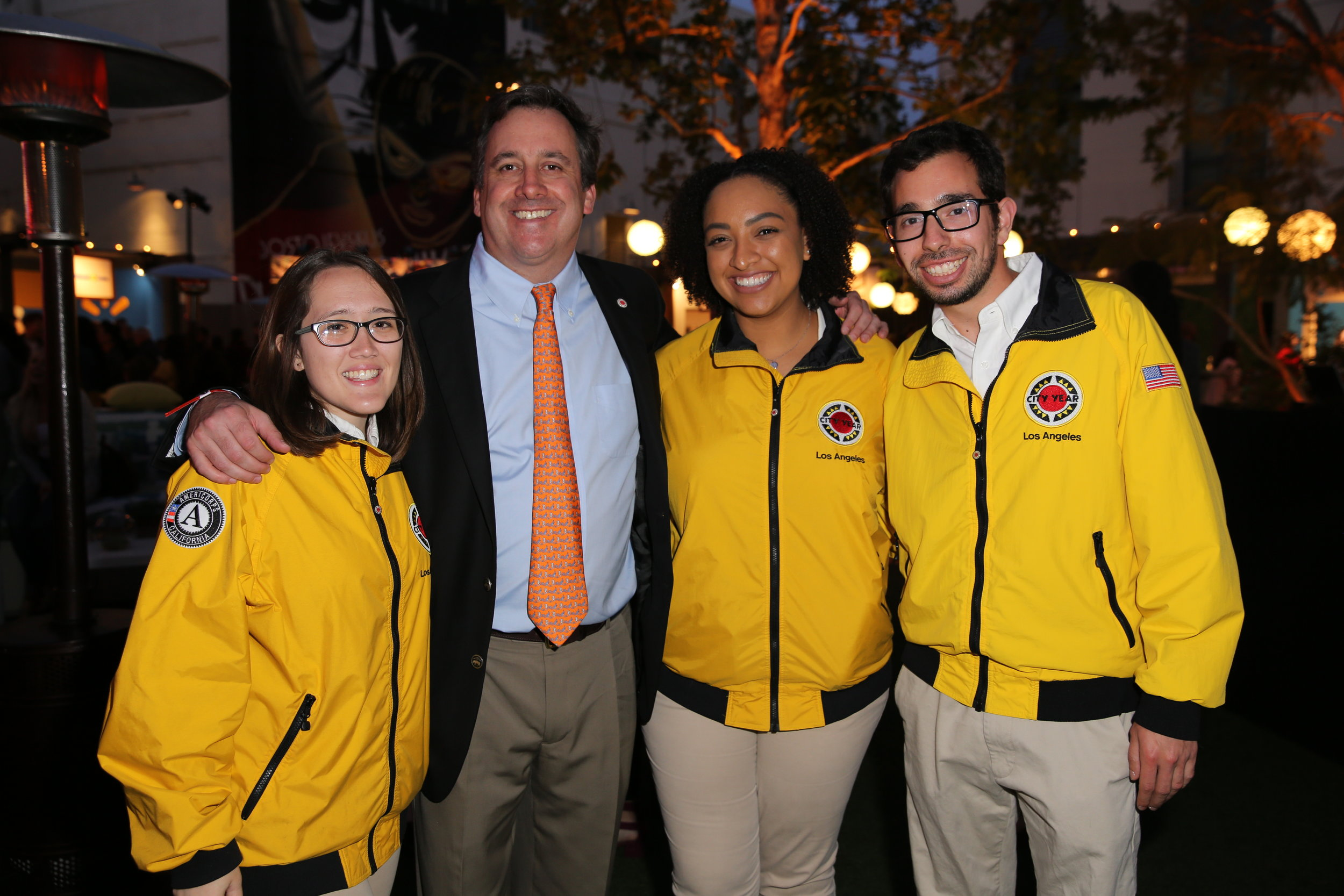 Jon Neuhaus, CYLA RJS Chair, joins AmeriCorps members from his Platinum sponsored team at Edwin Markham Middle School and the Civic Engagement Team
