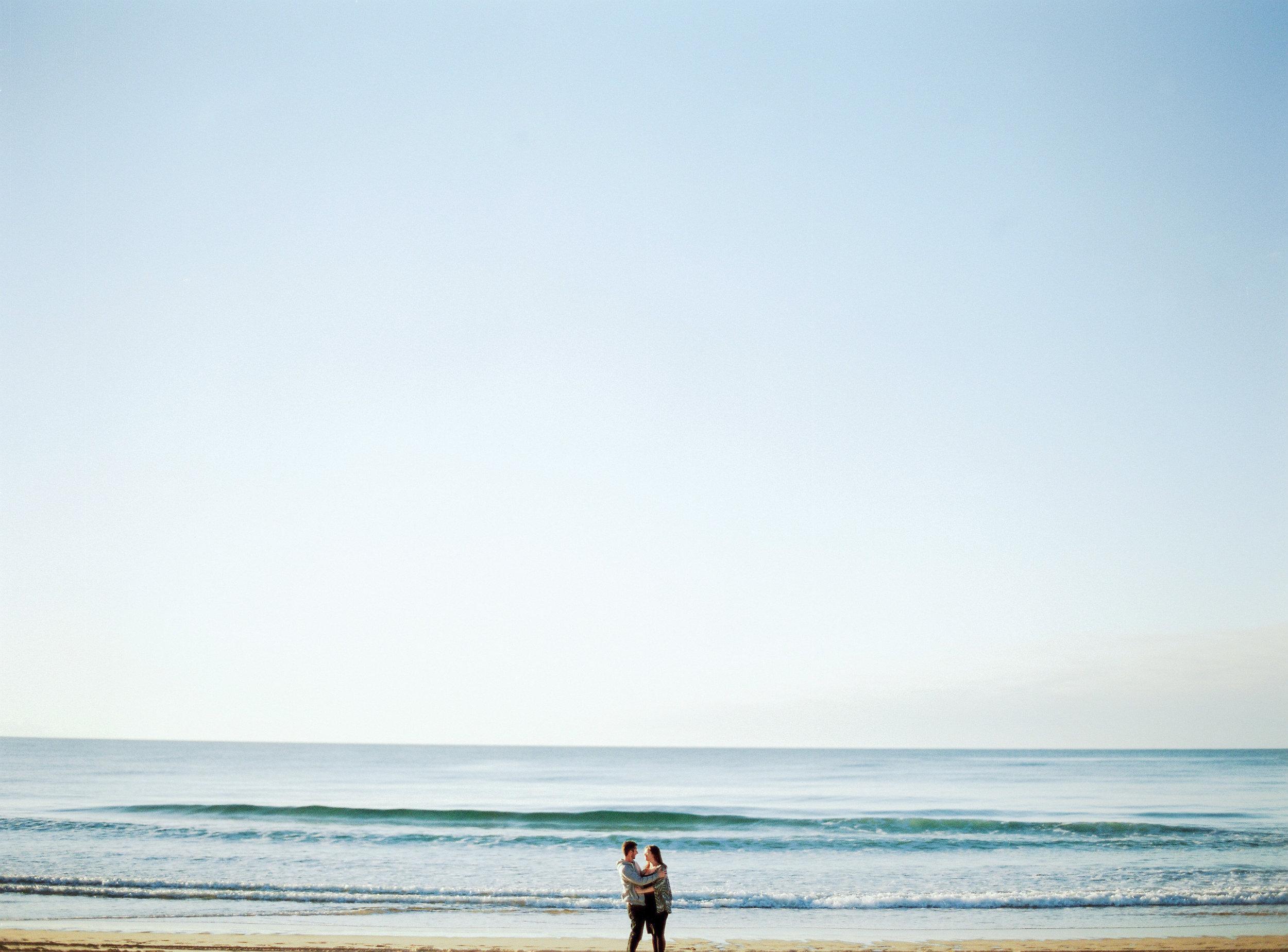 ccelinehamelin-photographe-couple-landes-session-plage-lovers-photography-photographe-seignosse-argentique-onfilm1.jpg