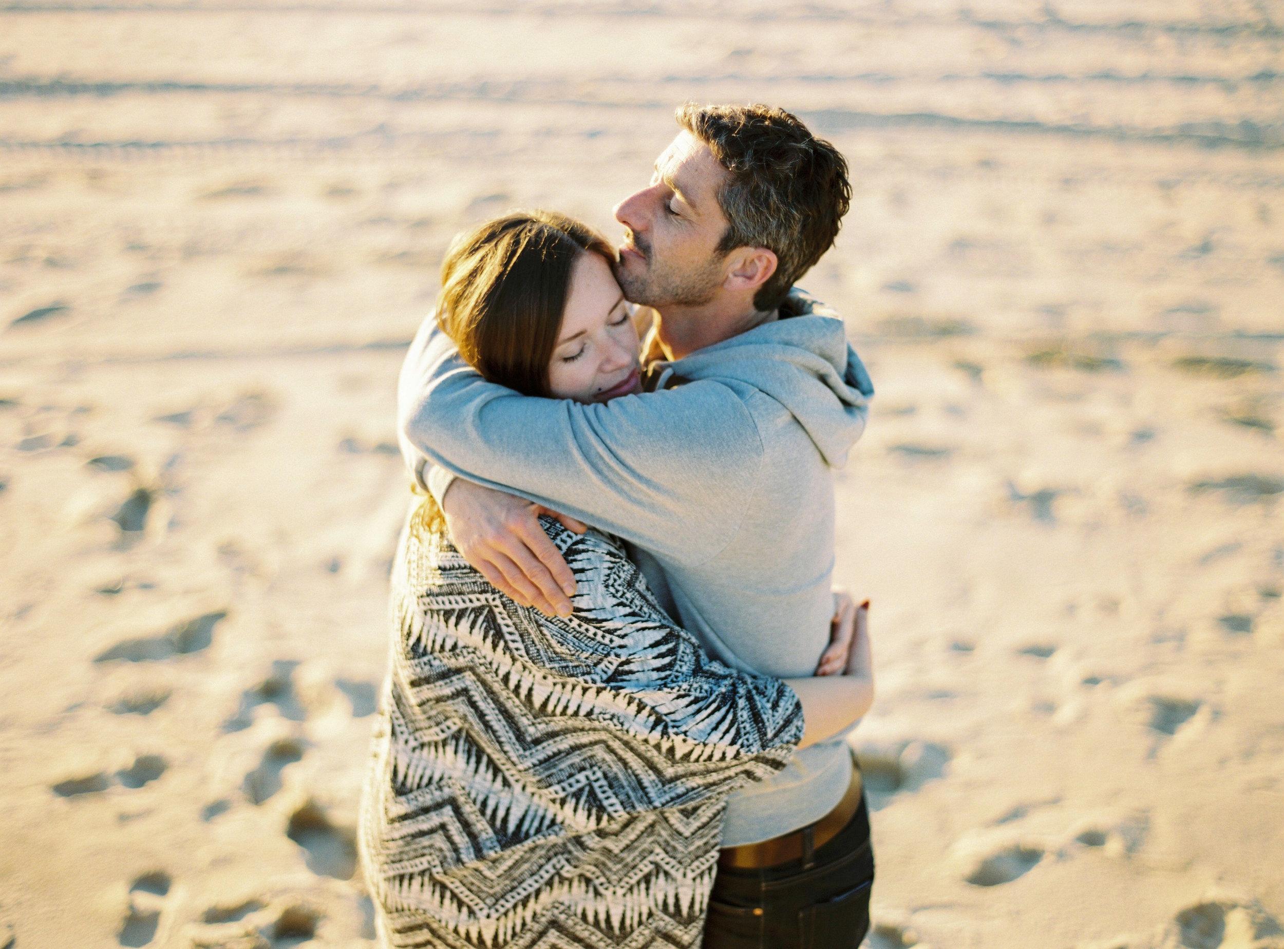 ccelinehamelin-photographe-couple-landes-session-plage-lovers-photography-photographe-seignosse-argentique-onfilm9.jpg