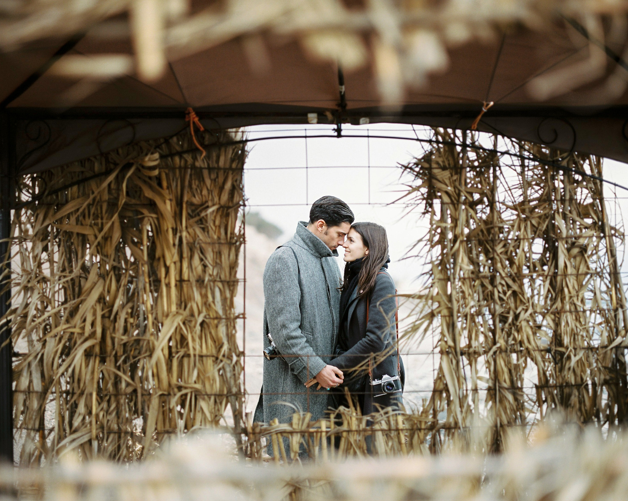 celinehamelin-photographe-couple-argentique-loversession-grece-santorin-argentique-filmphotography-greece5.jpg