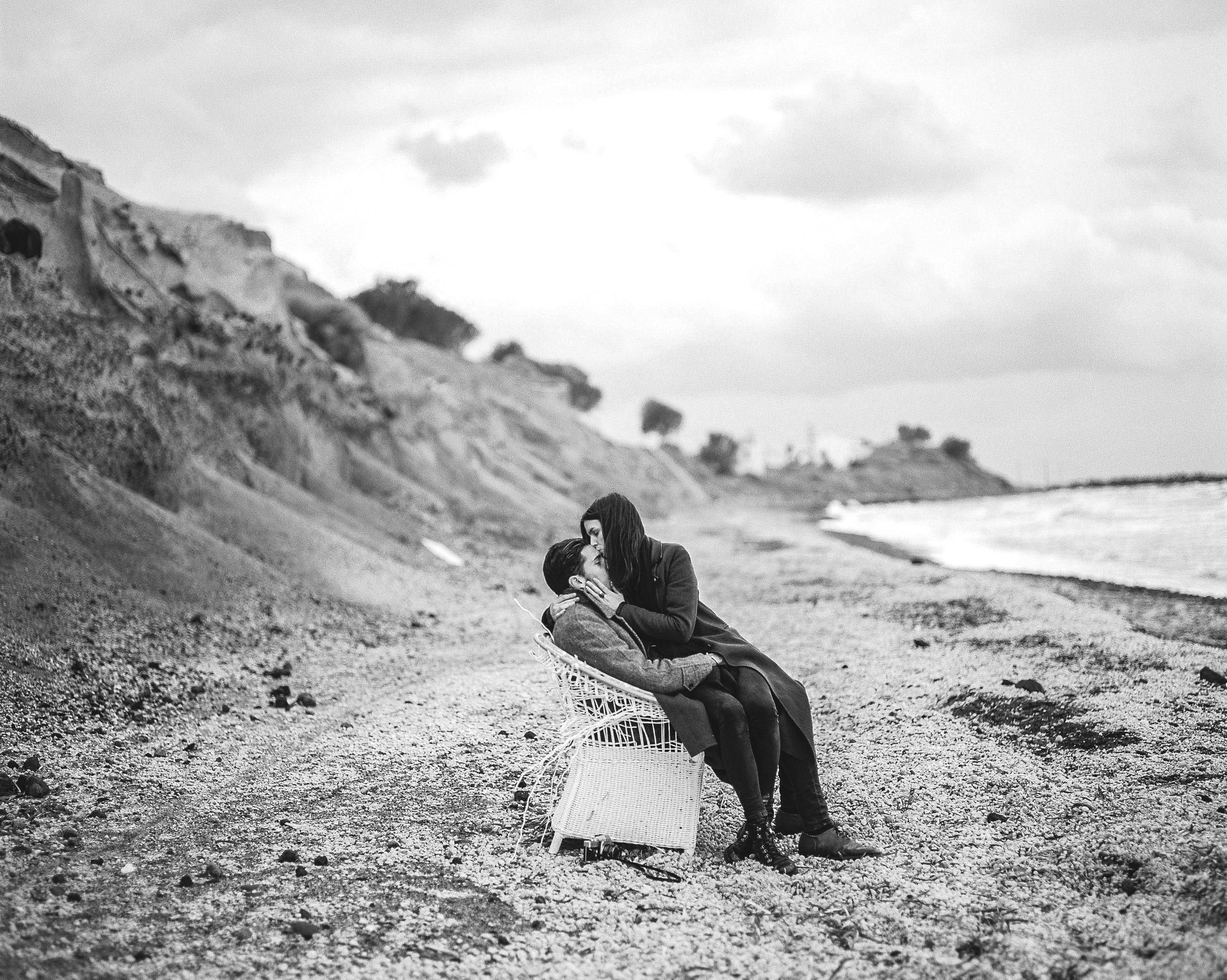 celinehamelin-photographe-couple-argentique-loversession-grece-santorin-argentique-filmphotography-greece8.jpg