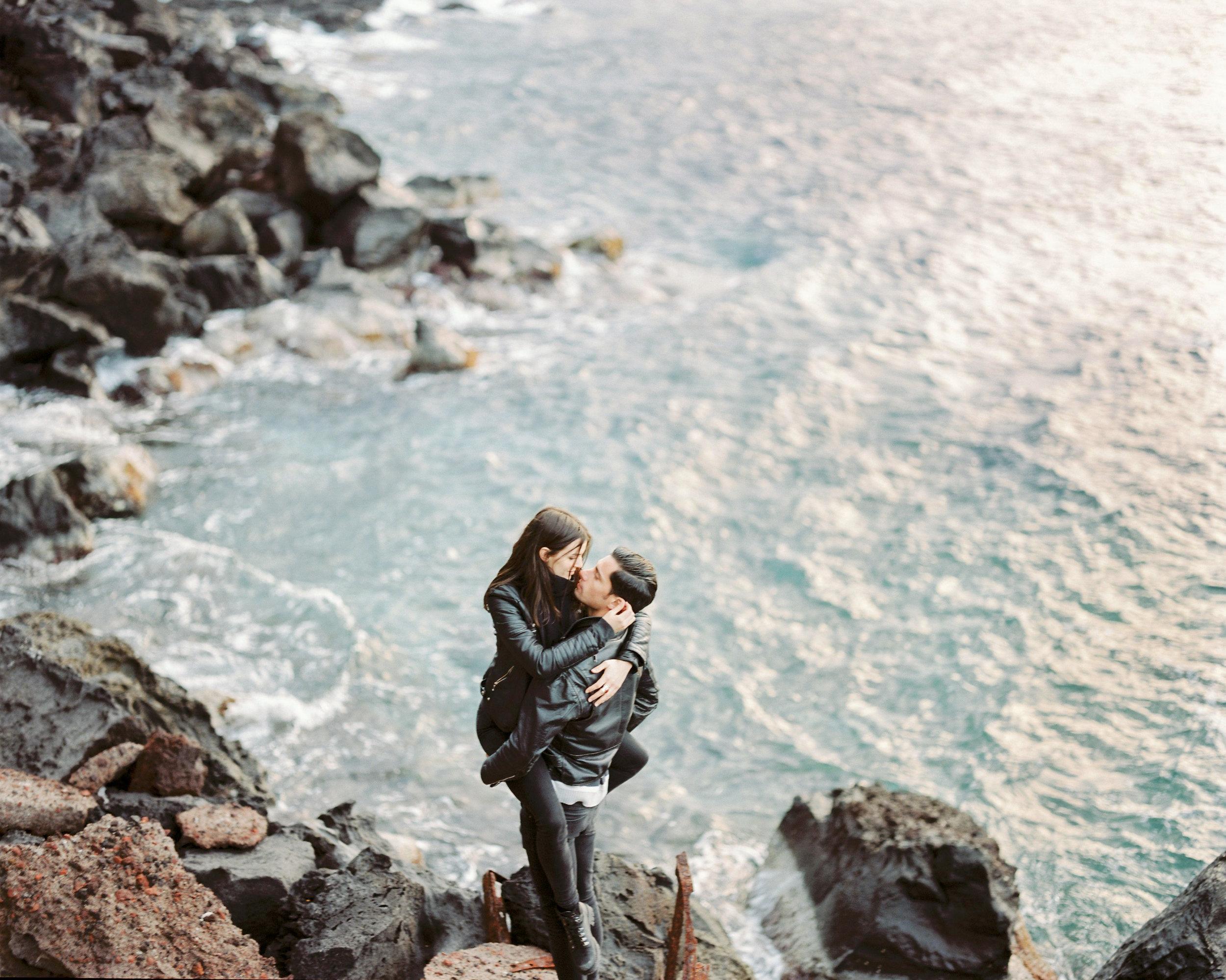 celinehamelin-photographe-couple-argentique-loversession-grece-santorin-argentique-filmphotography-greece10.jpg