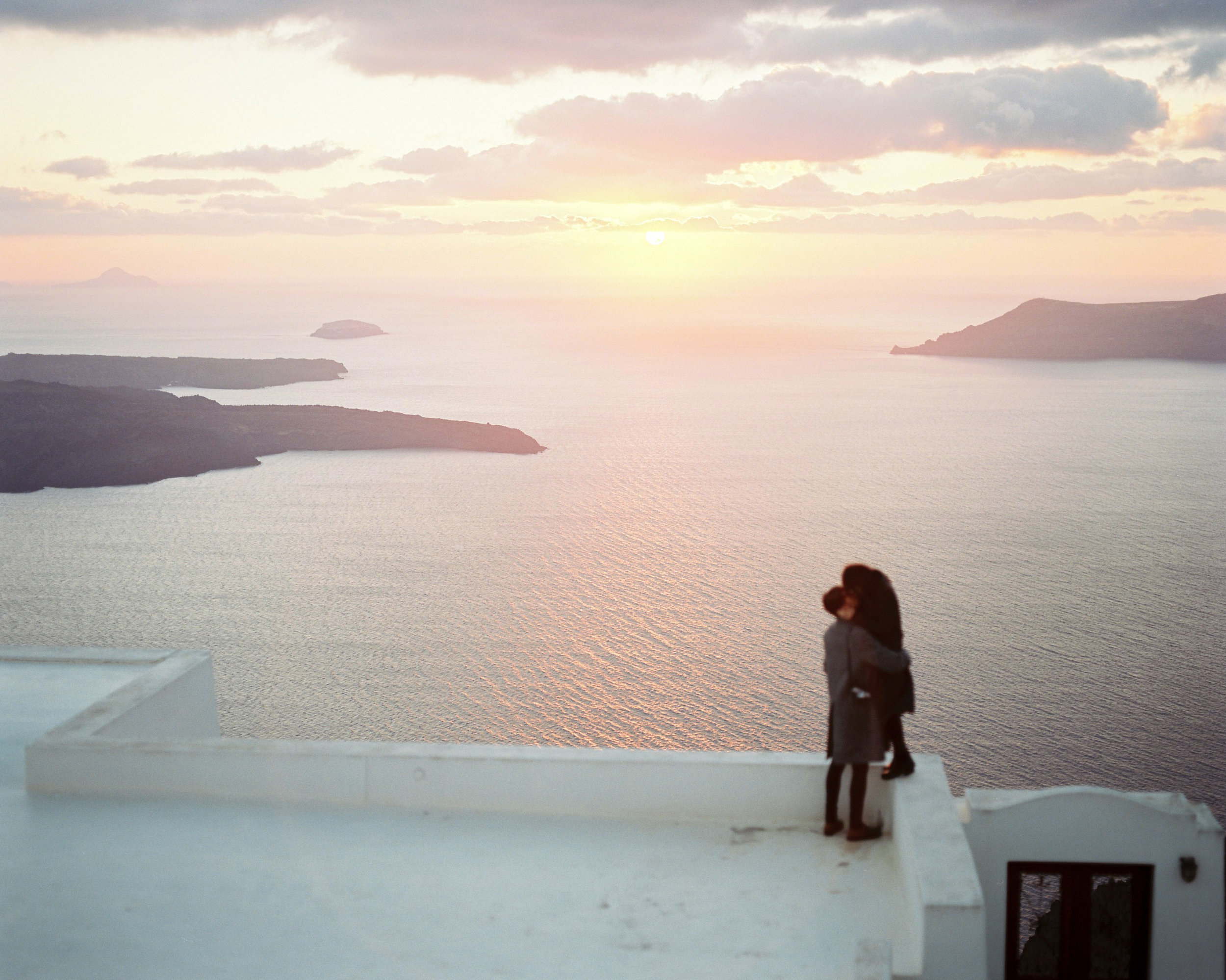 celinehamelin-photographe-couple-argentique-loversession-grece-santorin-argentique-filmphotography-greece19.jpg